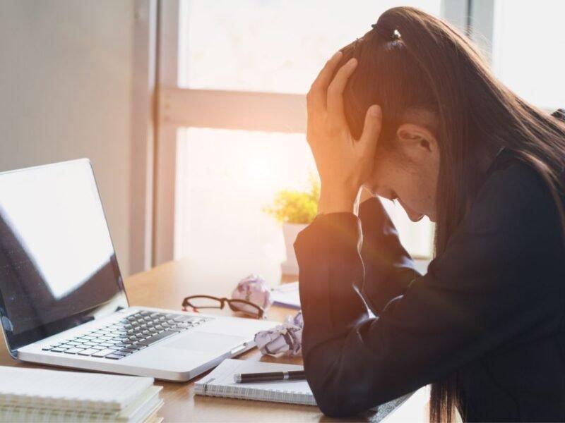 Principais sintomas de estresse no trabalho para você ficar atento!